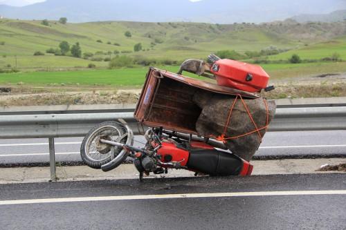 SULUCA'DA MOTORSİKLET KAZASI