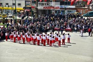 """23 NİSAN ULUSAL EGEMENLİK VE ÇOCUK BAYRAMI TOSYA'DA KUTLANDI.. """"Başkan Kavaklıgile Çocukların Yoğun İlgisi Dikkat Çekti"""".."""