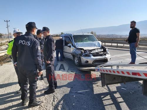 TOSYA D 100 DE POLİS NOKTASINDA TRAFİK KAZASI…